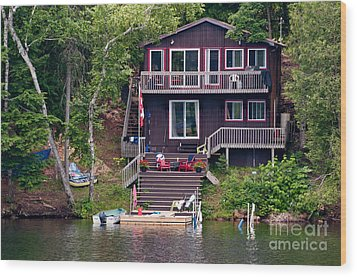 Cottage On The Water Wood Print by Les Palenik