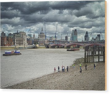 Film Crew On The Thames - London Back-drop Wood Print by Kim Andelkovic