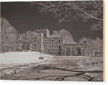 Forgotten Fort Williams Wood Print by Joann Vitali