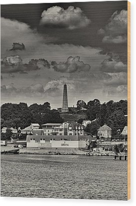 Ft Griswald Monument Black And White Wood Print by Joshua House