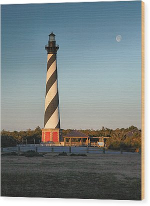 Hatteras Lighthouse And Moon Wood Print by Steven Ainsworth