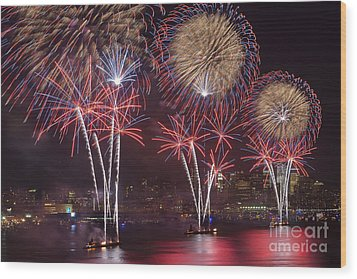 Hudson River Fireworks Viii Wood Print by Clarence Holmes