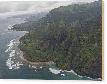 Kee Beach Along The Na Pali Coast - Kauai Hawaii Wood Print by Brian Harig
