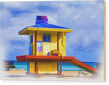Lifeguard Station Wood Print by Gerry Robins