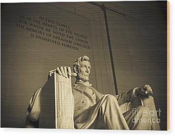 Lincoln Statue In The Lincoln Memorial Wood Print by Diane Diederich