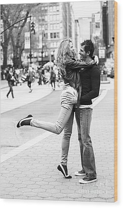 Lovers In The City Wood Print by Diane Diederich
