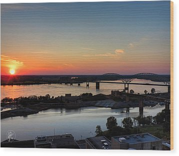 Memphis Sunset On The Mississippi 001 Wood Print by Lance Vaughn