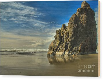 Meyers Beach Stacks Wood Print by Adam Jewell