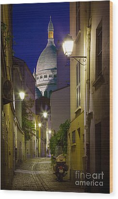Montmartre Street And Sacre Coeur Wood Print by Inge Johnsson