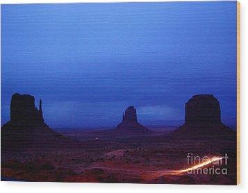 Monument Valley Awakens Wood Print by C Lythgo