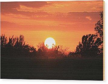 October East Texas Sunset Wood Print by Lorri Crossno