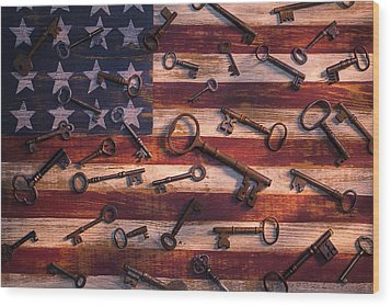 Old Keys On American Flag Wood Print by Garry Gay