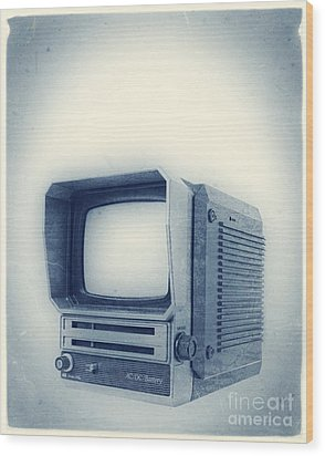Old School Television Wood Print by Edward Fielding