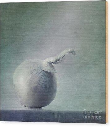 Onion Wood Print by Priska Wettstein
