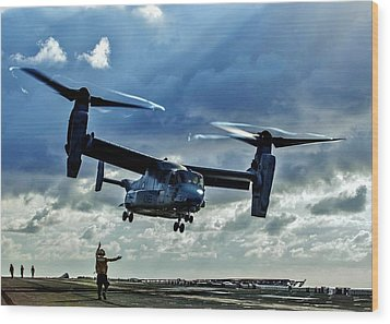 Osprey Approach Wood Print by Benjamin Yeager