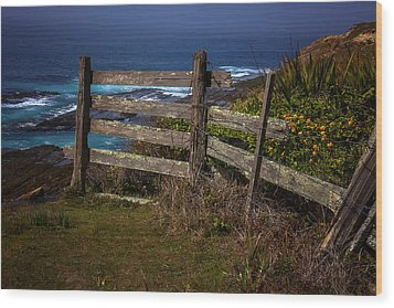 Pacific Coast Fence Wood Print by Garry Gay