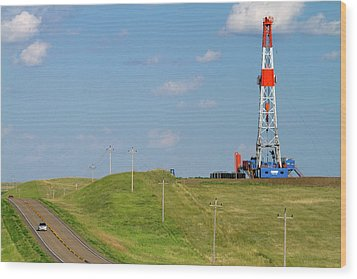 Patterson Uti Oil Drilling Rig Wood Print by David R. Frazier
