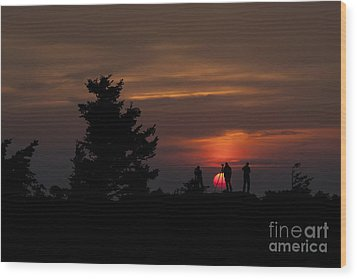 Photographers Shooting Sunrise At Bear Rocks Wood Print by Dan Friend