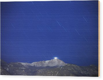 Pikes Peak Under The Stars Wood Print by Darren  White