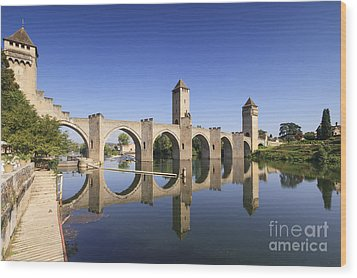 Pont Valentre Cahors France Wood Print by Colin and Linda McKie
