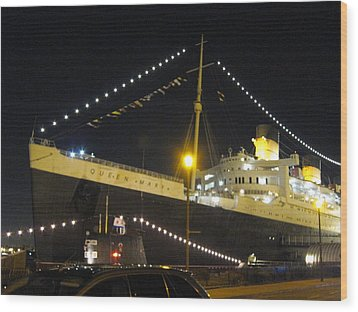 Queen Mary - 12126 Wood Print by DC Photographer