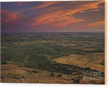 Red Sky Over The Palouse Wood Print by Mike  Dawson