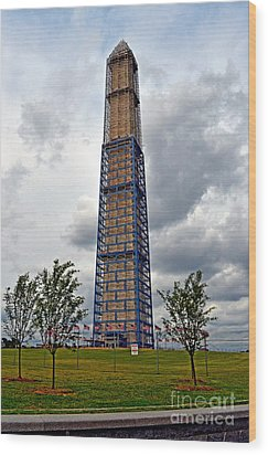 Repairing A Landmark The Washington Monument Wood Print by Jim Fitzpatrick