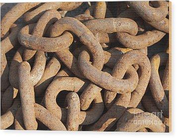 Rusty Chain Wood Print by Tony Cordoza