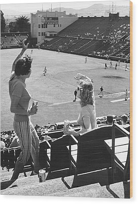 Sf Giants Fans Cheer Wood Print by Underwood Archives