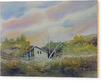 Shed With A Rail Fence Wood Print by Sam Sidders