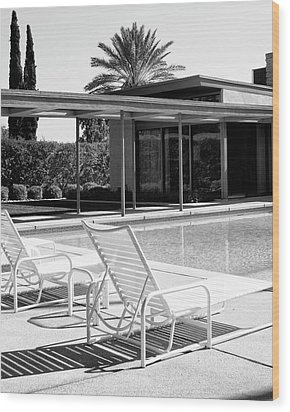 Sinatra Pool Bw Palm Springs Wood Print by William Dey