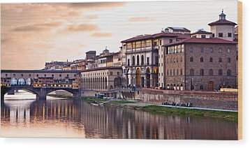 Sunset On Ponte Vecchio In Florence Wood Print by Susan Schmitz
