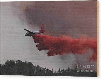 Wood Print featuring the photograph Tanker 07 Drops On The Myrtle Fire by Bill Gabbert