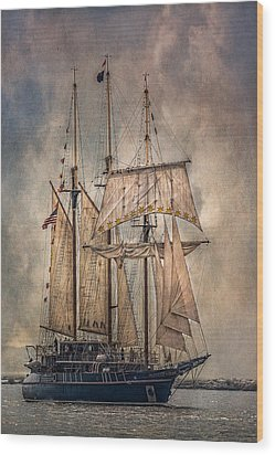 The Tall Ship Peacemaker Wood Print by Dale Kincaid