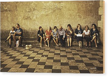 Tourists On Bench - Taormina - Sicily Wood Print by Madeline Ellis