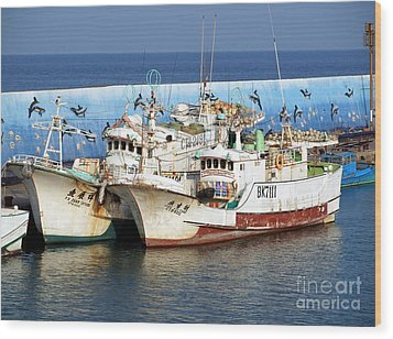 Traditional Chinese Fishing Boats Wood Print by Yali Shi