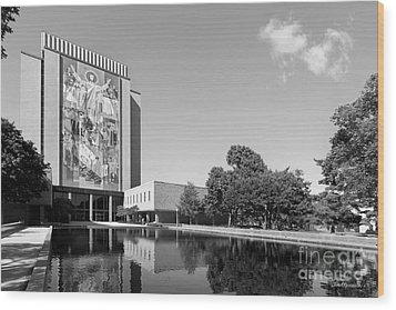 University Of Notre Dame Hesburgh Library Wood Print by University Icons
