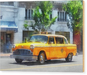 Vintage Checkered Cab Wood Print by Susan Savad