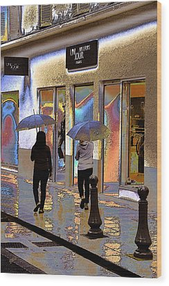 Window Shopping In The Rain Wood Print by Ben and Raisa Gertsberg