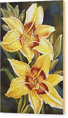 Yellow Daylilies Wood Print by Alfred Ng