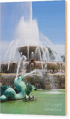 Buckingham Fountain In Chicago Wood Print by Paul Velgos