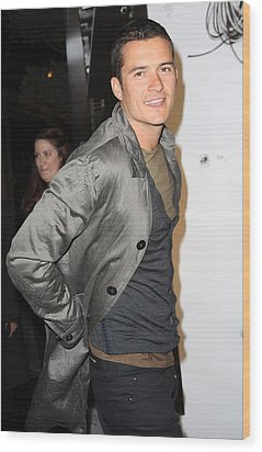 Orlando Bloom At Arrivals For Burberry Wood Print by Everett
