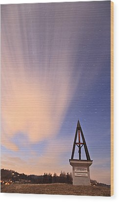 Against The Stars Wood Print by Ian Middleton