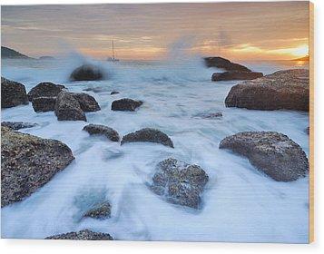 Seascape Wood Print by Teerapat Pattanasoponpong