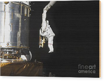 Astronaut Working On The Hubble Space Wood Print by Stocktrek Images