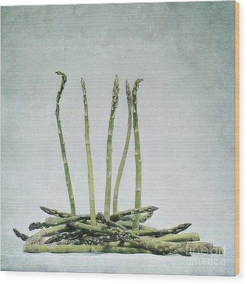 A Bunch Of Asparagus Wood Print by Priska Wettstein