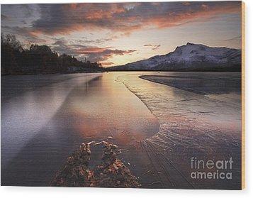 A Frozen Straumen Lake On Tjeldoya Wood Print by Arild Heitmann