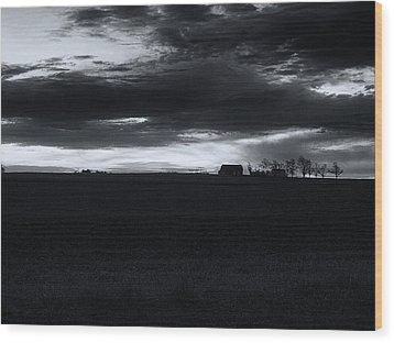 Amish Sunrise Black And White Wood Print by Joshua House
