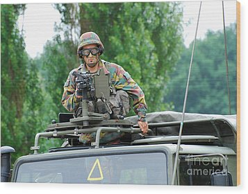 An Infantry Soldier Of The Belgian Army Wood Print by Luc De Jaeger