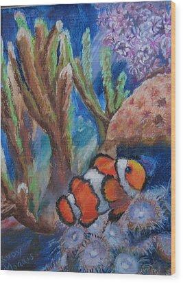 Aquarium Clown Wood Print by Trudy Morris